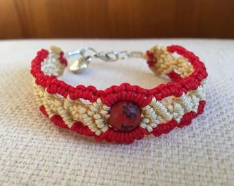 Bracelet macramé red and beige thread 1mm