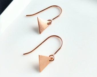 Rose gold earring. Rose Gold coin earring. Rose gold disc earring. Minimalist rose gold earring. Geometric rose gold earring. Pendant gold.
