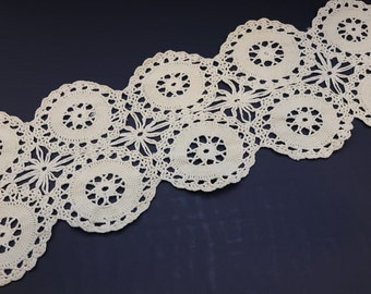 Vintage Ivory hand crotchet table runner, vintage lace table runner, antique white, wagon wheel design, vintage lace doily, estate