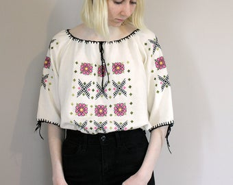 Vintage 70s Embroidered Hungarian Cheesecloth Short Sleeved Blouse - Free Size