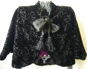 In the Kingdom of France, Small Cape, Black, Velvet, Roses, Pompoms, Ribbons, Gothic, Victorian, Evening, Cocooning, Charm