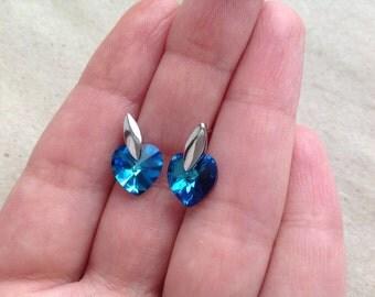 heart stud earrings with Svarovski, heart earrings, heart earrings, silver plated heart earrings, minimalist earrings, heart studs