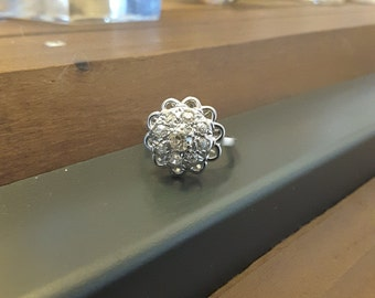 Flower ring in white gold 18kt and 0.45 ct of diamonds - old ring - engagement - wedding - Present - Valentines