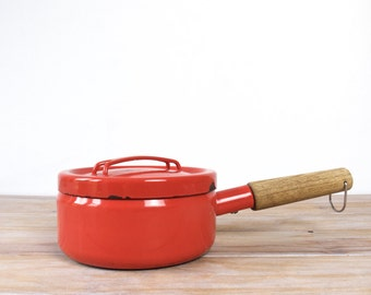 Enamel saucepan Seppo Mallat for Finel Arabia, Finland - Pot with lid and wooden handle, red enamel sauce pan, red pot scandinavian style