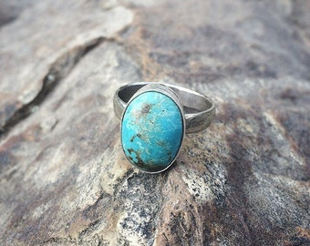 Silver Turquoise Ring / Sterling Silver Ring / Blue Turquoise Ring / Hubei Turquoise / Mermaid Ring / Hammered Ring / Bright Blue Turquoise