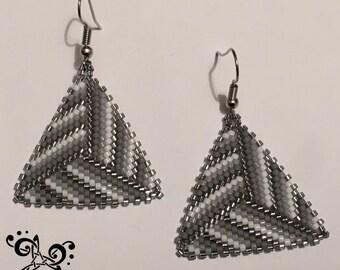 Boucle d'Oreille Nuances de Gris en perles Miyuki - Tissage Peyote Triangle -
