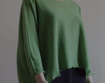 The extra-large medium in beautiful green Spring wire length sweater