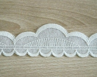 White lace ribbon and trim, emboidered ribbon, 4x150 cm.