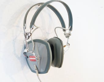 Legendary Sony stereo DR 3A over ear headphones from the 60s. Vintage headphones. 6, 3mm jack + 3, 5mm adapter. Retro audiophile gadget.