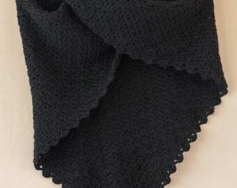 Triangular shawl black