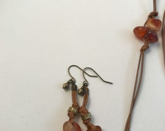 Gemstone earrings, agate, waxed leather, knotted