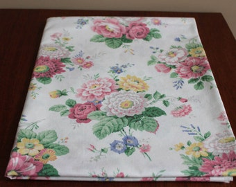 Piece of cotton fabric//Laura Ashley style//pink flowered fabric