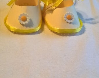 baby shoe gift tag