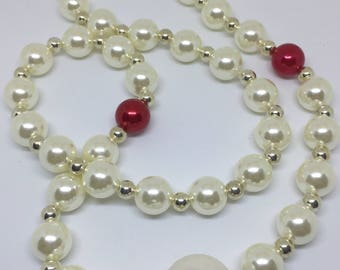 Rose and pearly big bead retro themed necklace