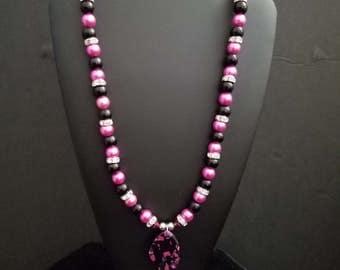 "20"" Hot Pink & Black Focal Pendant"