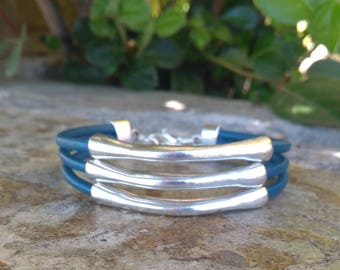 Bracelet blue leather and silver rods