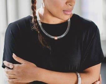 Gray Pearl Necklace: rope, epoxy, internissable copper.