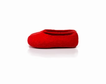 Bright red slippers Toddler girl slipper made in natural felted wool with non slip soles