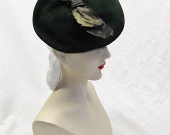 1930s Vintage NOS Unworn Green Felt Tilt Hat with Bow Needs TLC