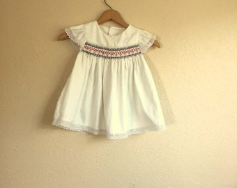 Vintage BABY GIRLS White Eyelet Dress / White Red Blue / 24 Months 2T