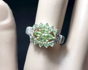 Vintage Marquise & Round Peridots in Sterling Silver Size 6.75 Ring / Vintage Art Deco Style Peridot Silver Estate Ring Size 6-3/4