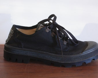 90's Chunky Canvas Sneakers Black 6.5