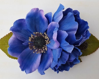 Beautiful hair clip with anemone flowers in lilac and blue, berries and green leaves hairflower rockabilly pin up wedding bride vintage