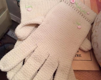 Vintage 1950s Gloves Knit With Flower Adornments Off White/Light Cream Color