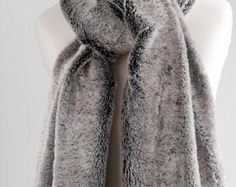 Silver grey fur scarf. Faux fur scarf. Faux fur scarf in grey. Faux fur neck warmer. Women chunky scarf. Grey fur neck wrap. Fake fur scarf.