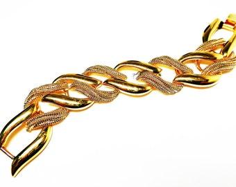 Napier Gold Tone Large Link Chain Bracelet  - Classic High Polished & Stippled Links Alternating - Pre 1998 Designer Signed Vintage Jewelry