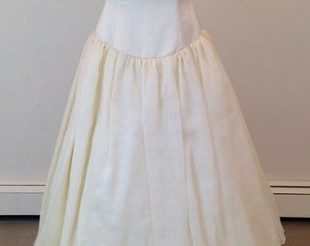 A Truly Gorgeous wedding dress by Nancy Issler street size 6