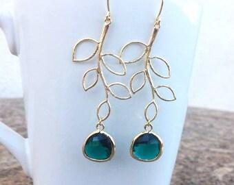 Gold Leaf Green Earrings. Emerald Green Jewelry. Emerald Earrings. Dark Green Earrings.Bridesmaid Earrings. Bridesmaid Gift. Bridal Jewelry.