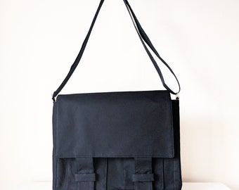Messenger Bag /  Shoulder Bag for Men and Women / Cross Body Bag with Pockets in Black