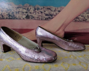Size 7.5 N 1960s 70s Metallic Pink Snakeskin Shoes by Margaret Jerrold Baby Snakes