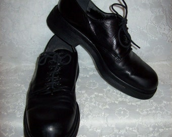 Vintage Ladies Black Leather Oxfords by Nine West Size 8 Only 7 USD