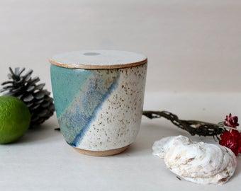 Flat-lidded pot