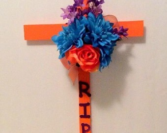 Cemetery Wooden Cross, Roadside Memorial Flowers, Grave Flowers, Cemetery And Funeral, Grave Marker,