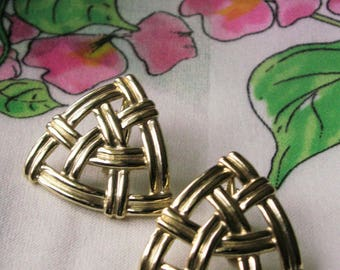 Woven Gold Tone Big Clip On Earrings Open Work Triangular Textured Oversize Clips Runway Jewelry