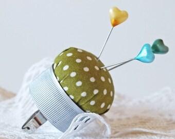 handmade pincushion ring green dots, upcycled bottle cap, green cotton w. white dots, pincushion finger, Quilters Gift, bottlecap pincushion