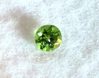 Peridot Faceted Round - 6 mm Genuine Natural Brilliant Faceted Gemstone - Bright Apple Green Clear Gem - August Birthstone