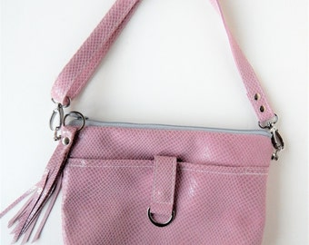 Leather crossbody in dusty pink embossed  reptile.