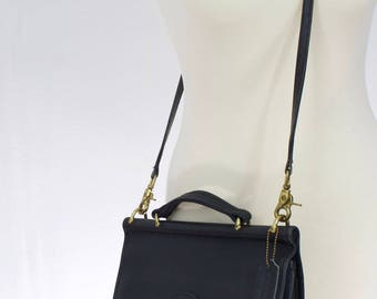 Vintage 1990s Coach Willis 9927 Black Leather Bag/ leather messenger bag/crossbody purse