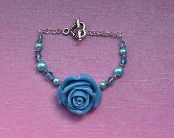 Blue rose bracelet, blue flower bracelet, blue floral bracelet, blue pearl bracelet, beaded blue bracelet, gift for bridesmaids, birthday