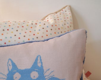 Pillow cat cross stitch (blue)