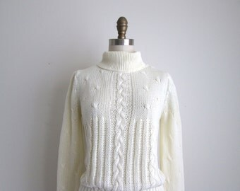 CLEARANCE 1970s Sweater / Vintage 1970s Turtleneck Sweater / Cream Acrylic Sweater