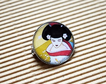 Gorgeous Vintage Geisha Girl Design 20mm Dinky Brooch