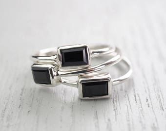 Minimalist ring Edgy ring Black Spinel ring Minimalist jewelry Edgy jewelry Modern jewelry Simple jewelry Black stone ring Black Spinel