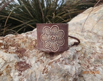 brown leather cuff/leather flower cuff/flower bracelet/leather bracelet/cream flower cuff/woman bracelet/girls bracelet/leather jewelry/C206