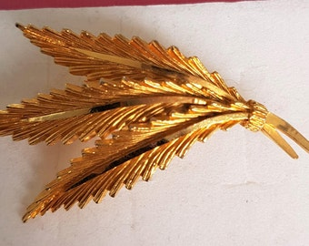 Quality gold plated brooch, vintage leaf broach, designer leaf shawl pin, gold plated scarf pin, 1960s sweater pin, vintage lapel pin