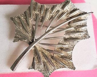 Ivy leaf brooch, vintage leaf broach, silver tone shawl pin, large leaf scarf pin, leaf sweater pin, ivy leaf lapel pin, 1960s silver brooch